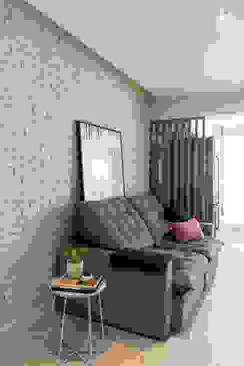 Mirá Arquitetura Modern Living Room Bricks White