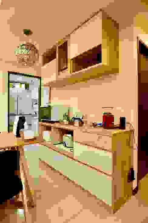 餐廳的收納櫃可放置隨手常用的家電器具 Minimalist dining room by 藏私系統傢俱 Minimalist