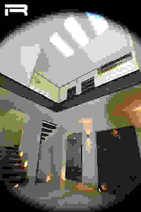 Vestíbulo Pasillos, vestíbulos y escaleras eclécticos de Rabell Arquitectos Ecléctico