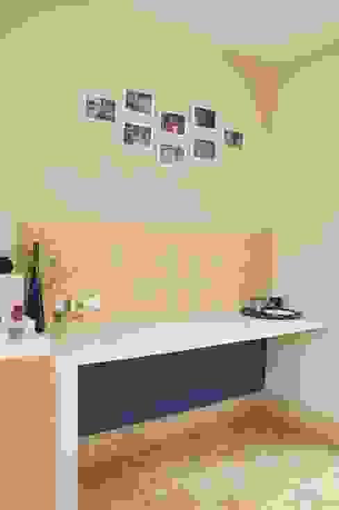 Escaleno Taller de Diseño Small kitchens Yellow