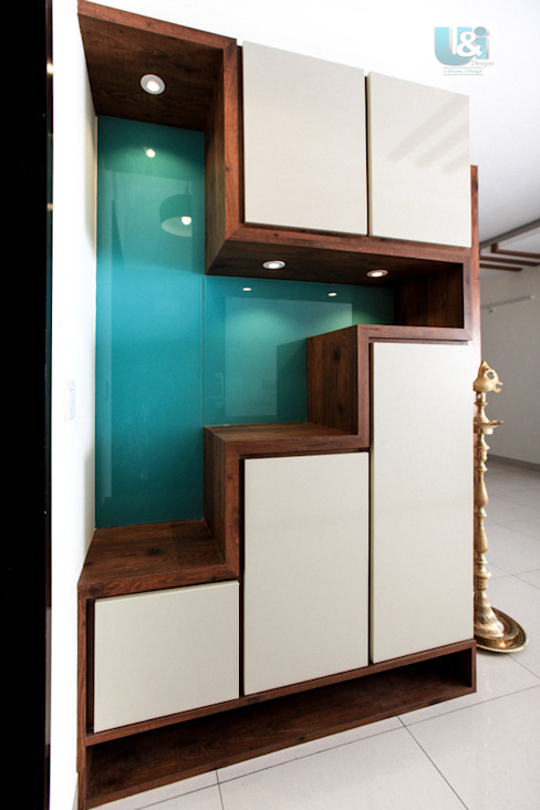 Handle-less Shoe Rack with Lacquered Glass as Back Panel Modern corridor, hallway & stairs by U and I Designs Modern