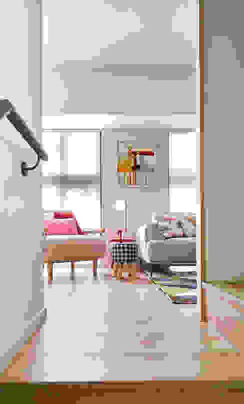 在前方 斯堪的納維亞風格的走廊,走廊和樓梯 根據 耀昀創意設計有限公司/Alfonso Ideas 北歐風