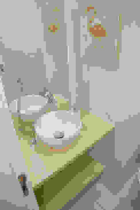 Banheiro: Clínicas  por Arquit&thai,Moderno Derivados de madeira Transparente