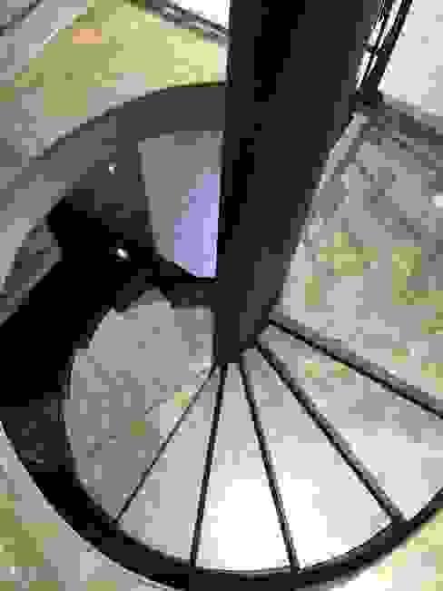Escalier de style  par Pİ METAL TASARIM MERDİVEN, Moderne