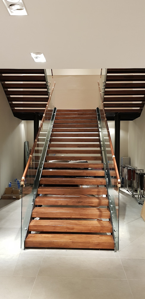 Pİ METAL TASARIM MERDİVEN – MAĞAZA MERDİVEN:  tarz Merdivenler, Modern