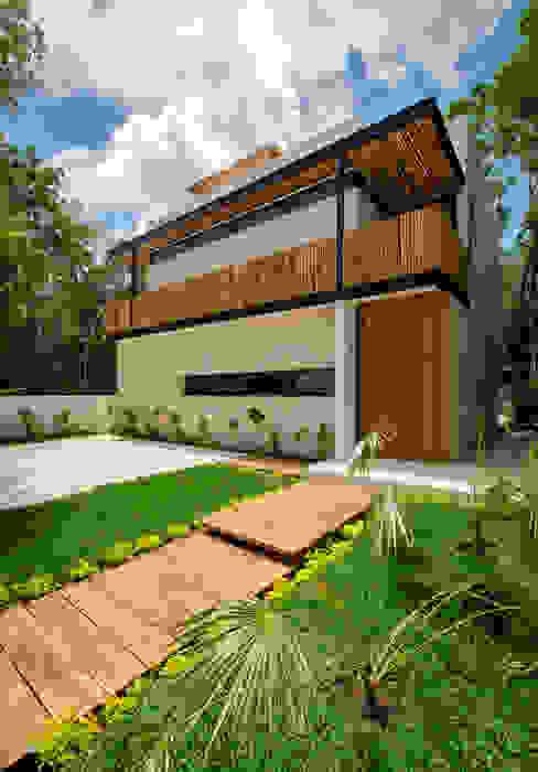 Acceso Principal Casas modernas de Proyecciones Civiles Moderno