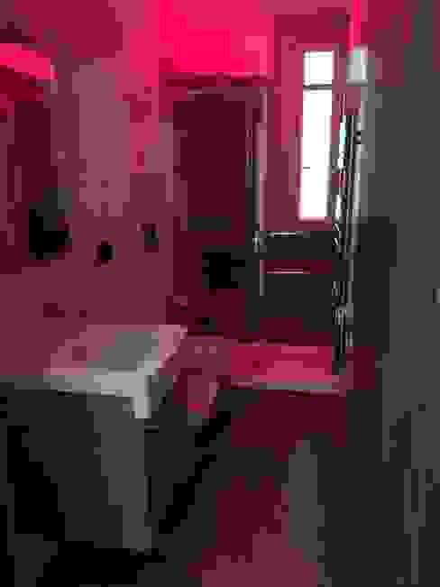 Casa P45 ArchitetturaTerapia® Bagno moderno Rosso