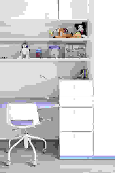 BEIGE IS THE NEW WHITE: Camera da letto in stile  di GruppoTre Architetti, Moderno