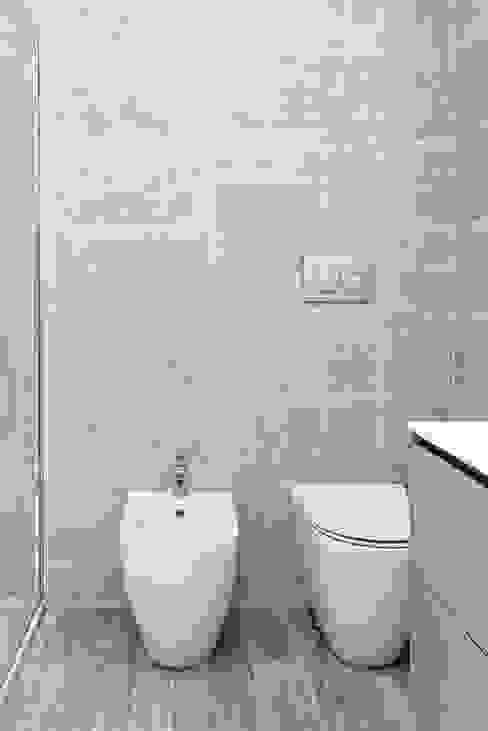 BEIGE IS THE NEW WHITE: Bagno in stile  di GruppoTre Architetti, Moderno