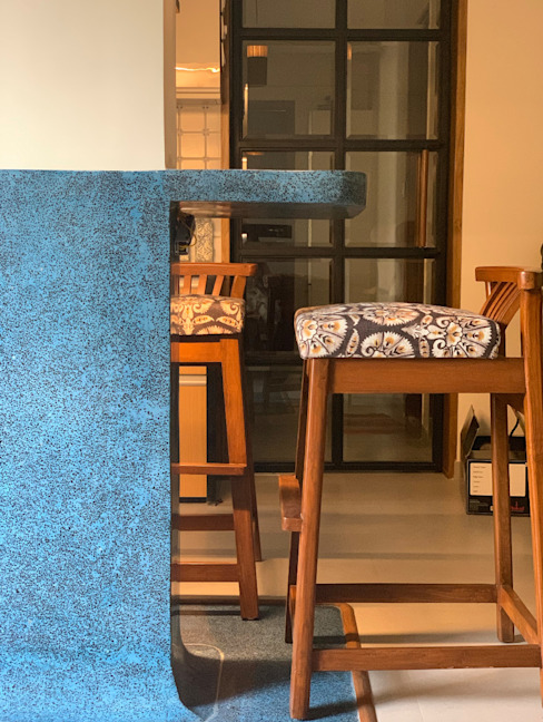 203, Mumbai Classic style living room by insitu by kalakaarihaath Classic