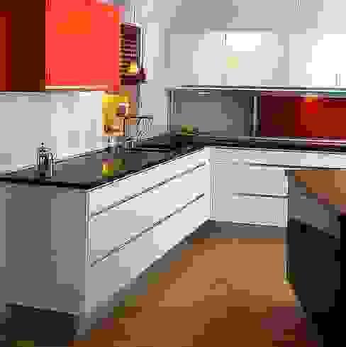 Cocinas: Cocinas equipadas de estilo  por Constructora Arcus Limitada, Moderno