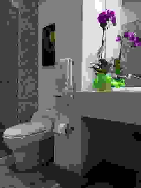 Bano social Baños de estilo moderno de entrearquitectosestudio Moderno Cuarzo