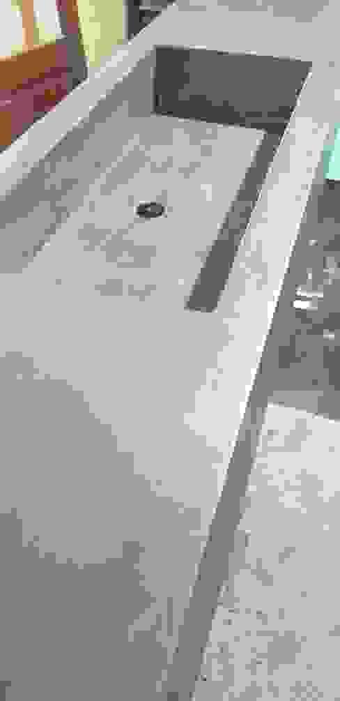 Fabricación de un lavabo con paneles de construcción WEDI revestido en Microcemento Wedi GmbH Sucursal ESPAÑA Baños de estilo industrial
