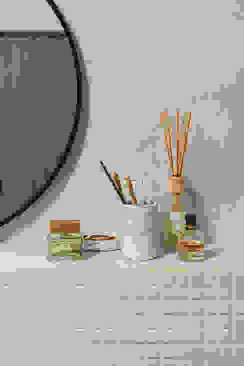 Zachte tinten in de badkamer voor een natuurlijke en warme uitstraling Mediterrane badkamers van Pure & Original Mediterraan