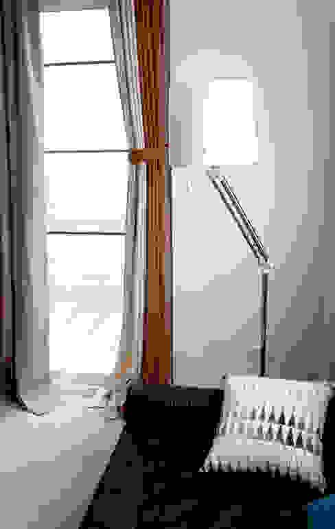 高彩度的自在居家,讓窗簾也能營造主色調|Donzu 拼色布簾.布簾 /  門簾 / 隔間簾: 斯堪的納維亞  by MSBT 幔室布緹, 北歐風 亞麻織品 Pink