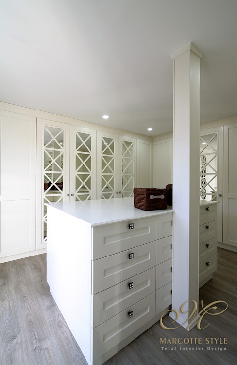 Country style dressing room by Marcotte Style Country