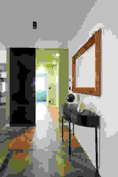 ingresso e disimpegno Ingresso, Corridoio & Scale in stile eclettico di ARCHISPRITZ Eclettico