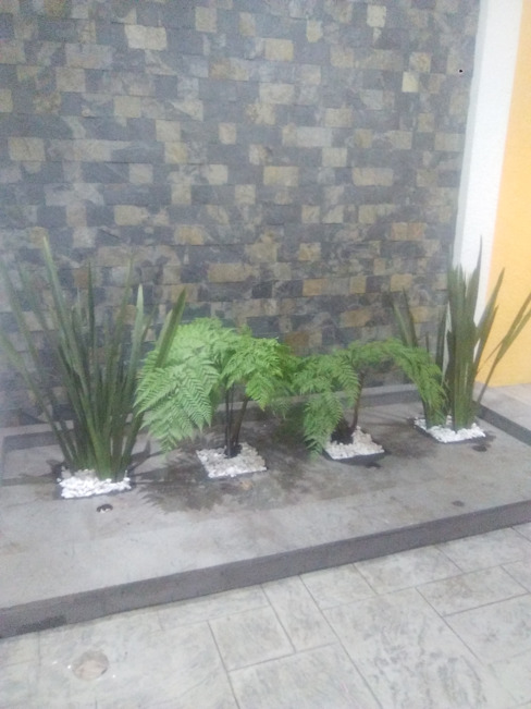 Maceteria para casa habitacion de Jardíneria Robles Moderno