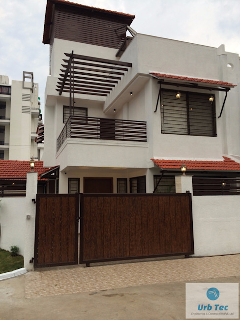 RESIDENCE IN NAGPUR by URBTEC ENGINEERING CONSTRUCTION PVT LTD Modern