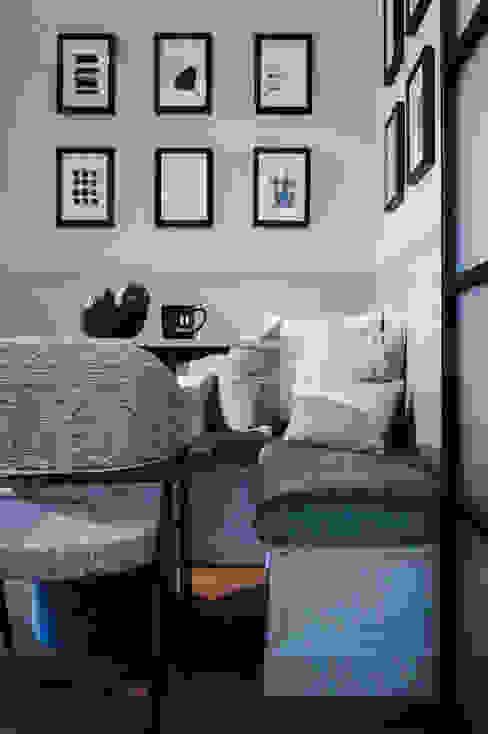 Hee Wong S.Lo Studio Modern dining room Grey