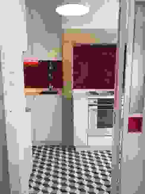 Reabilitação de edificio histórico-Cozinha por Margarida Bugarim Interiores Moderno