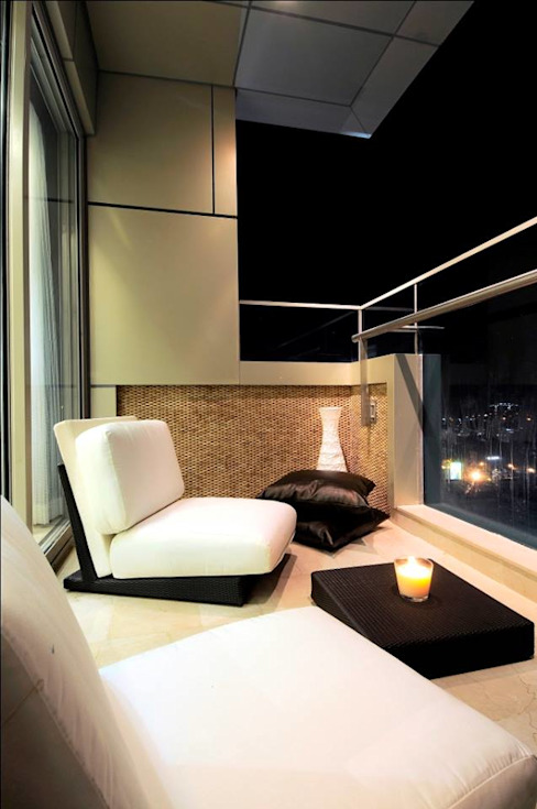 Living Room Balcony Modern balcony, veranda & terrace by SPACE DESIGN STUDIOS Modern