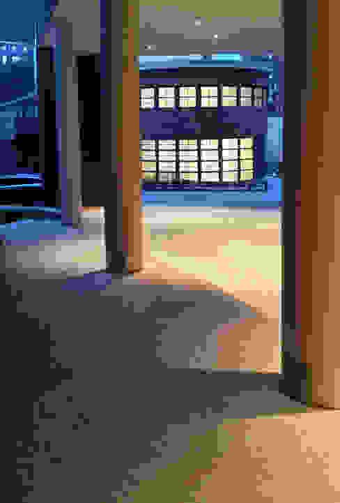 Bricks Schöneberg Durchgang Moderne Geschäftsräume & Stores von Sandra Klösges Modern