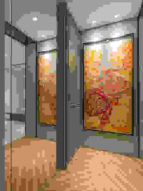 Pasillos, vestíbulos y escaleras clásicas de 你你空間設計 Clásico Derivados de madera Transparente