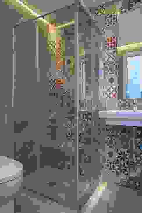 Reforma integral de vivienda exclusiva Bilbaodiseño Baños de estilo moderno