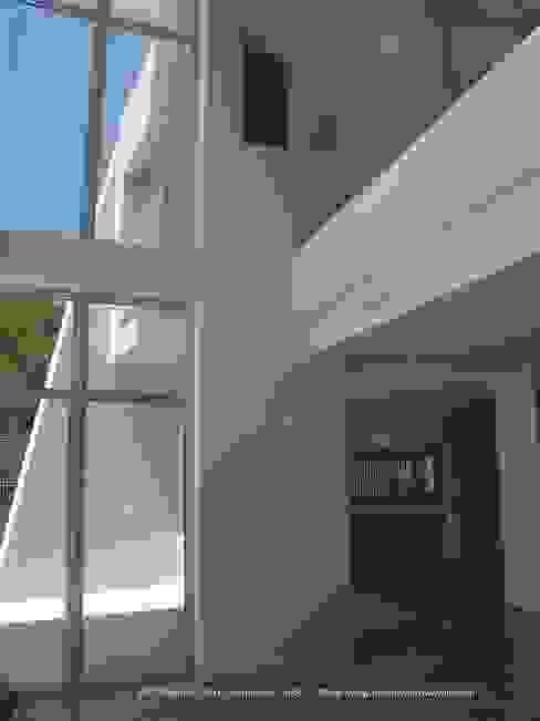 Doble hueco interior. DYOV STUDIO Arquitectura, Concepto Passivhaus Mediterraneo 653 77 38 06 Villas Caliza Beige