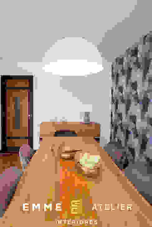 Decoração estilo industrial de um apartamento T3 - Aveiro Salas de jantar industriais por EMME Atelier de Interiores Industrial