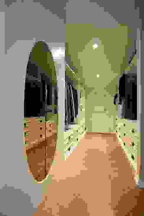 OAK SMOKED Modern Giyinme Odası Lantana Parke Modern Ahşap Ahşap rengi