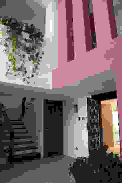 Hall Pasillos, vestíbulos y escaleras de estilo moderno de Otto Medem Arquitecto vanguardista en Madrid Moderno