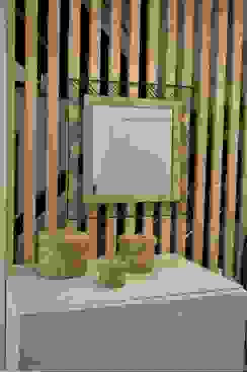Mon décorateur privé - MDP Ingresso, Corridoio & Scale in stile moderno Legno Bianco