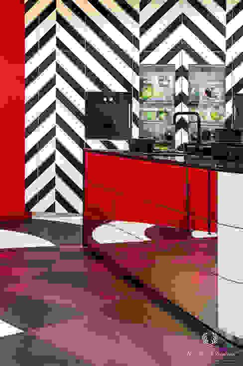 Moderne opvallende keuken met fel rood en krachtig paars van Pure & Original Eclectisch Metaal