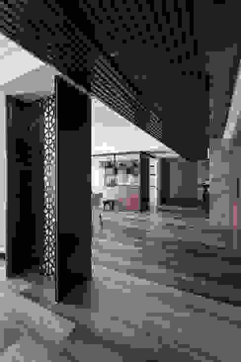 走道 現代風玄關、走廊與階梯 根據 你你空間設計 現代風