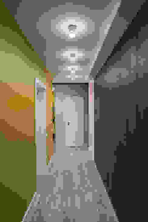YOUR PROJECT Corredores, halls e escadas minimalistas Amarelo