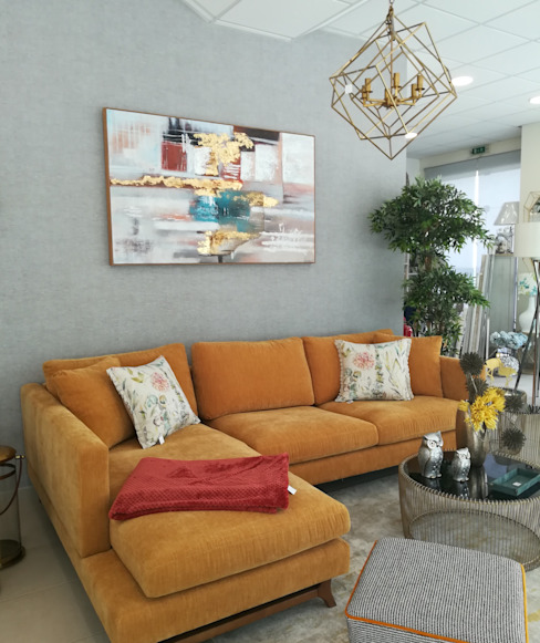 Sala de estar por H&P Decorações Moderno Têxtil Ambar/dourado