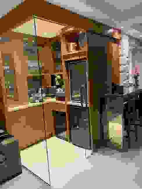 Salas integradas com bar e churrasqueira Adegas modernas por NEUSA MORO Moderno