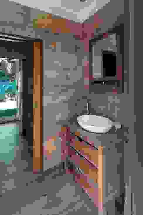 Carbone Arquitectos Baños de estilo moderno