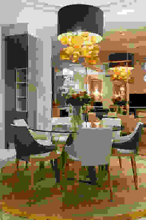 Absolute - Appartamento La Dolce Vita - Russia Sala da pranzo in stile classico di MULTIFORME® lighting Classico