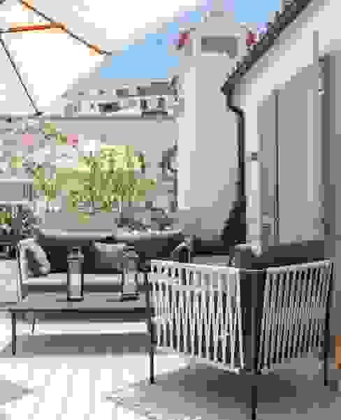 TERRAZA DE HABITACIÓN Balcones y terrazas de estilo clásico de FOCUS Arquitectura Clásico