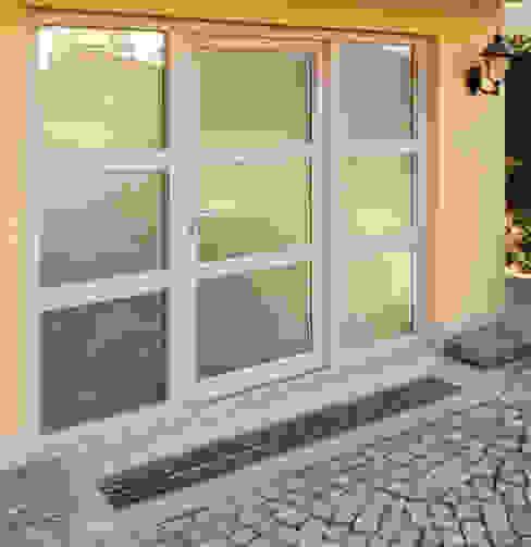 Installazione portoncino ad un'anta Finstral FIN-Door PVC-PVC per ristrutturazione Finextra Ingresso, Corridoio & Scale in stile moderno PVC