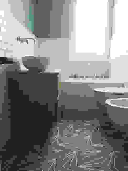 Bagno verde Bagno moderno di YANN Srl Moderno Cemento
