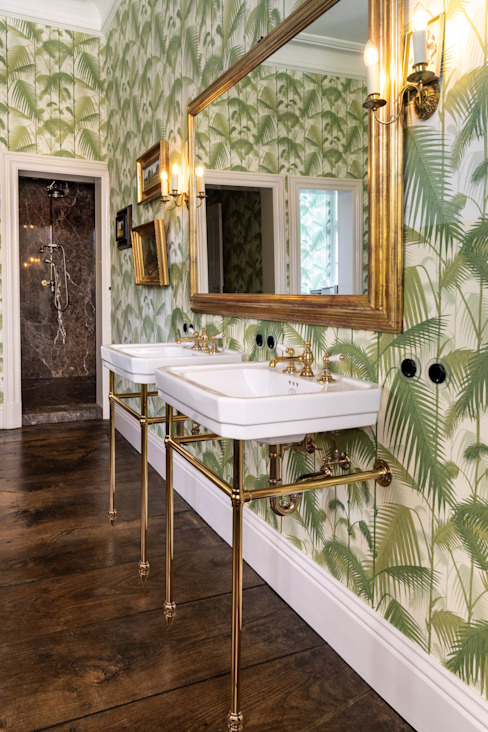 Traditional Bathrooms GmbH Classic style bathroom Green