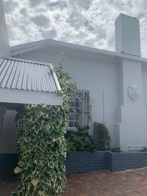 Repainting the exterior Classic style houses by CS DESIGN Classic