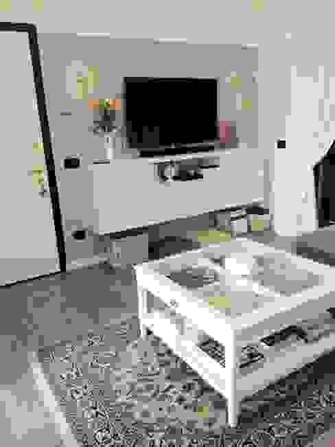 Porta tv sospeso L&M design di Marelli Cinzia Camera da letto coloniale Beige