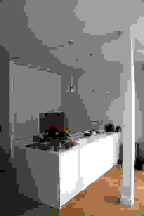 keukenblok: modern  door Studio FLORIS, Modern Marmer