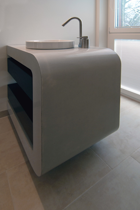 Waschtisch aus Architekturbeton: modern  von material raum form,Modern Beton