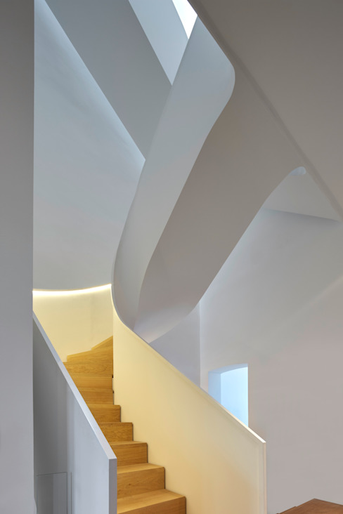 E50 - Umbau einer Gründerzeit-Villa scoopstudio Treppe Metall Weiß